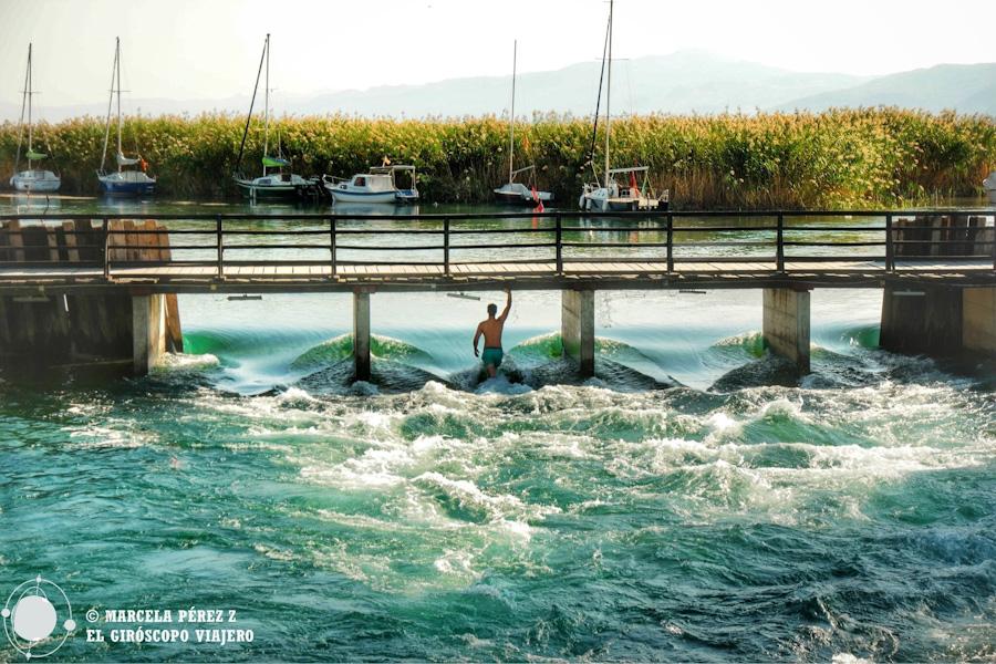 ¿Poseidón? o sólo un habitante de Struga disfrutando del buen día ©Marcela Pérez Z.