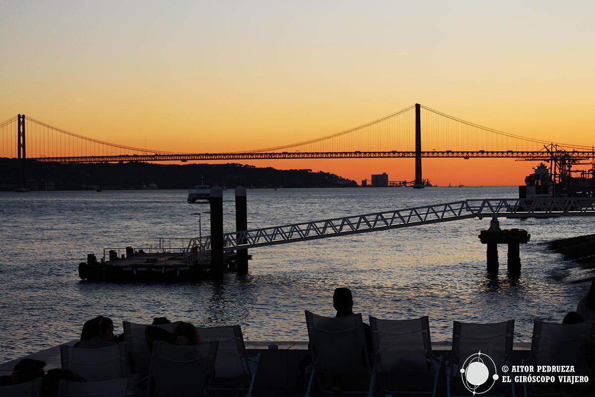 Atardecer en Lisboa con el Puente 25 de abril al fondo