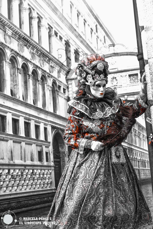 Los personajes deambulan alimentando mi ensoñación en el precioso escenario veneciano ©Marcela Pérz Z.