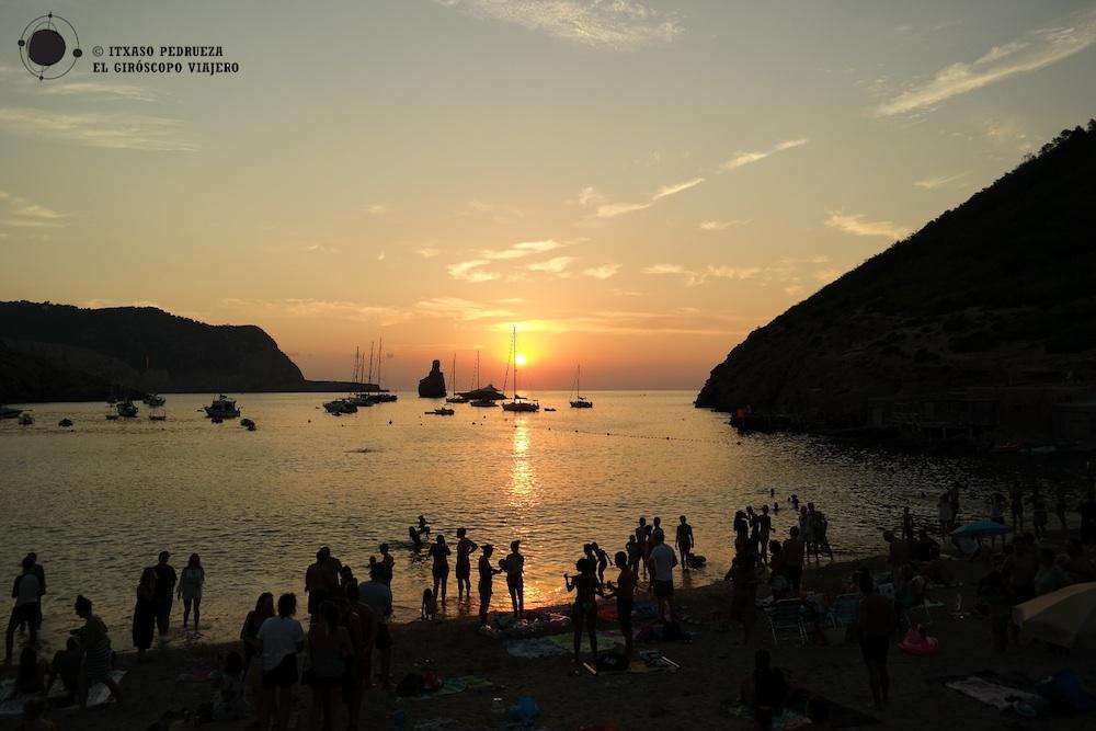 Atardecer en Benirrás, uno de los más bonitos de Ibiza