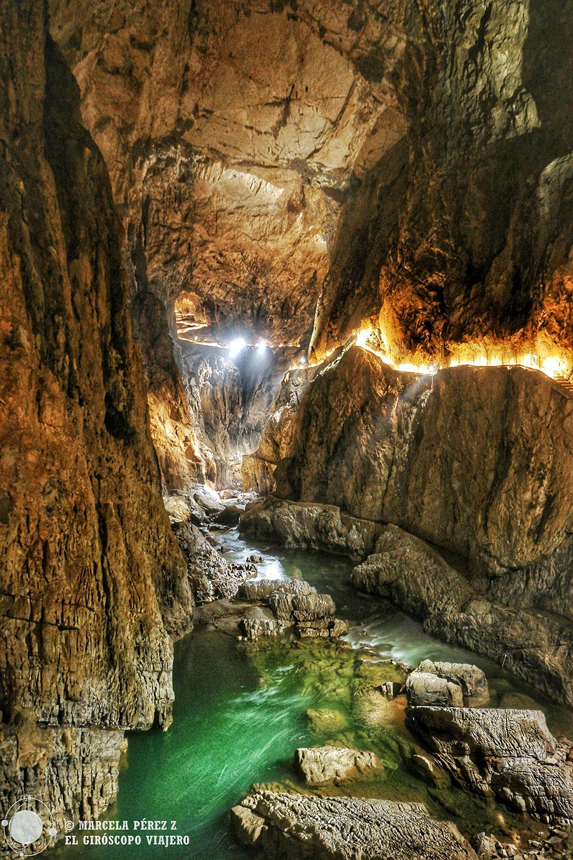 El sorprendente interior de la cueva Skocjan en Eslovenia