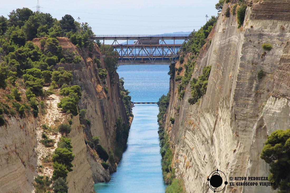 Puente de coches del Canal de Corinto