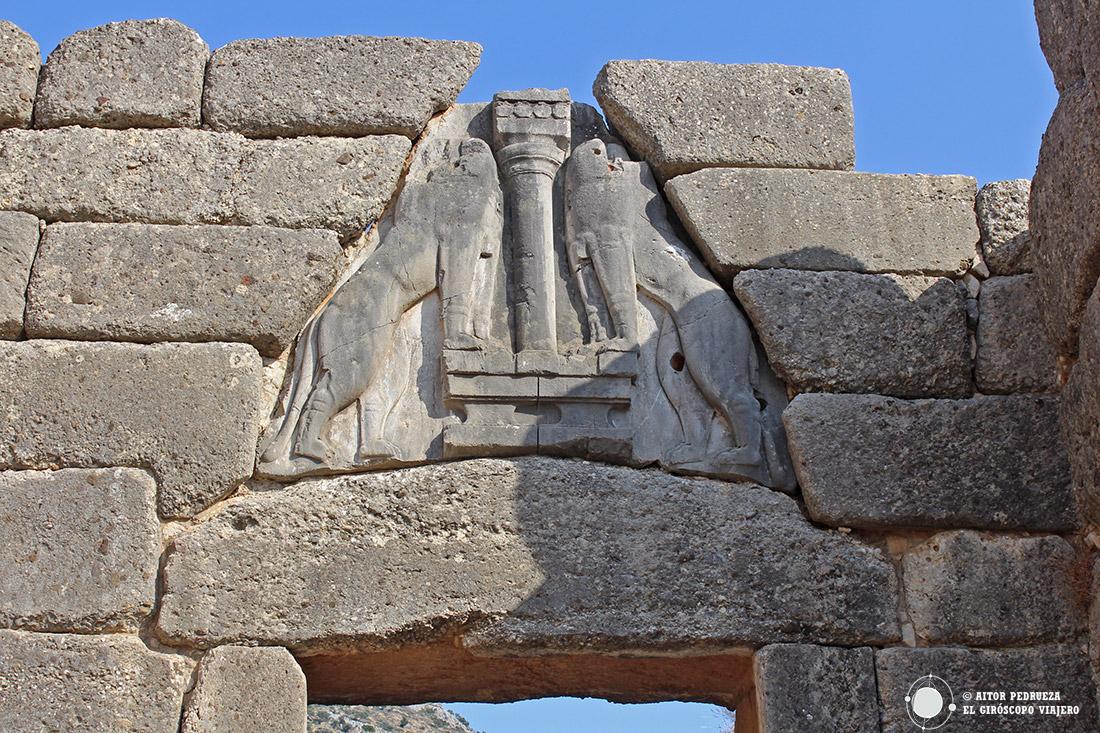 Puerta de los Leones en el yacimiento arqueológico de la ciudad de Micenas