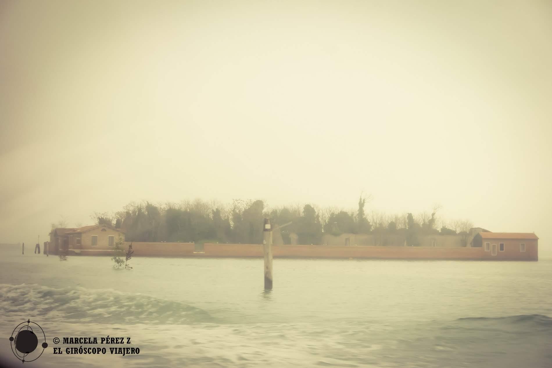 Estampa casi espectral de la isla de San Giacomo in Paludo en nuestro camino rimbo a Burano ©Marcela Pérez Z.