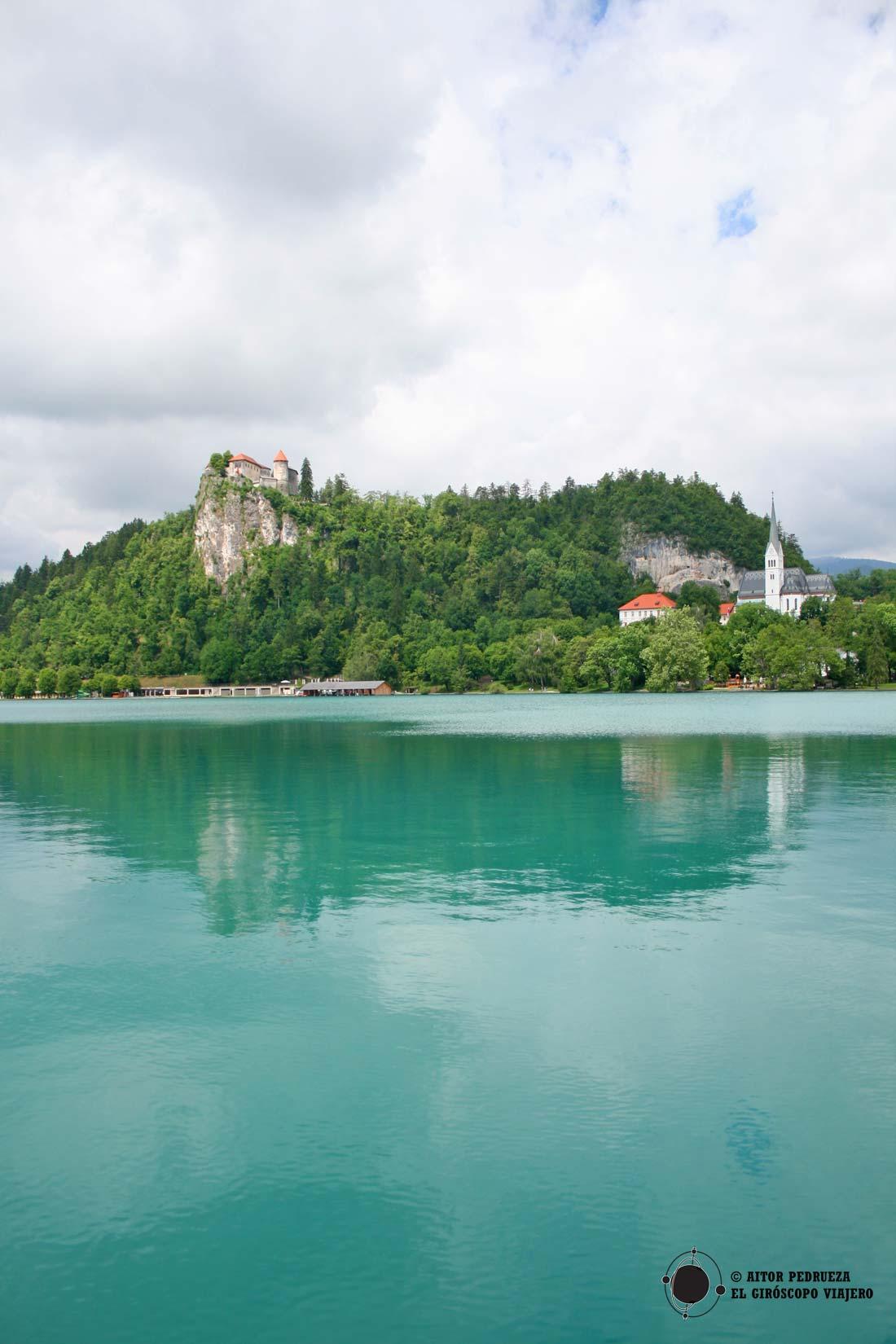 El castillo del lago Bled sobre la roca