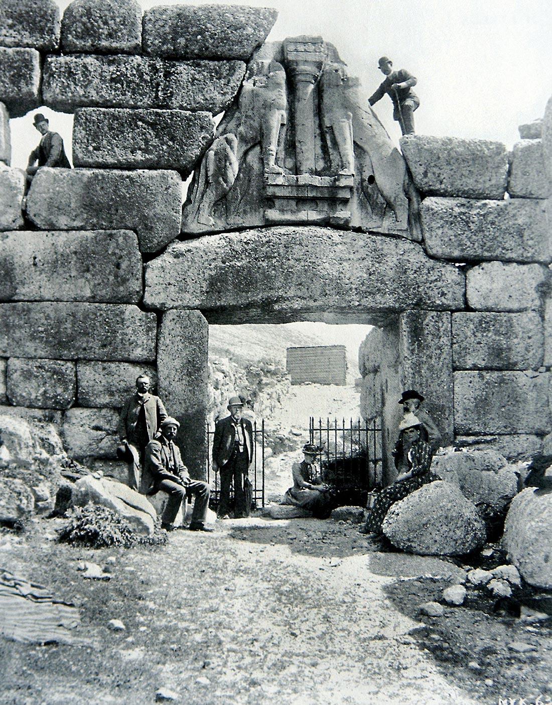 Foto antigua de la Puerta de los Leones de Micenas