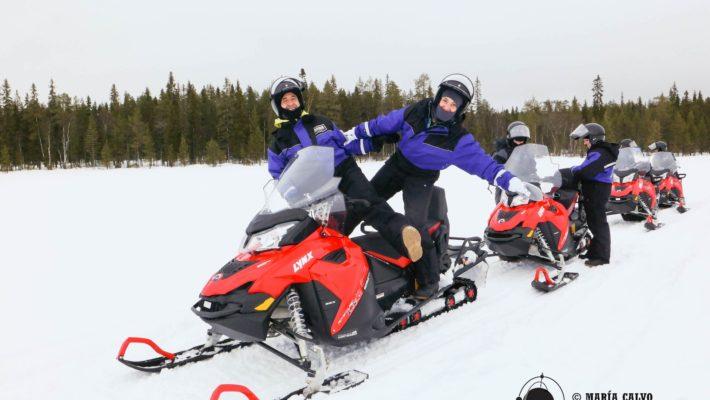 Aventura en moto de nieve en Finlandia. Subidón de adrenalina en Lahti y Laponia