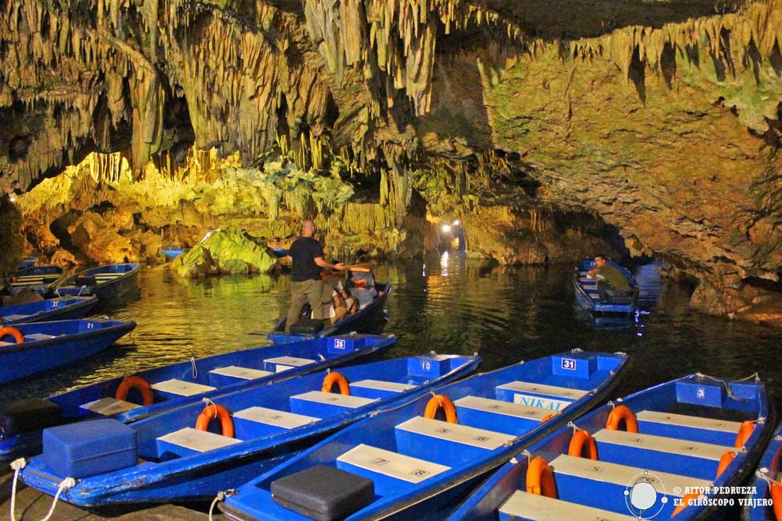 Cueva de Diros en la península de Mani