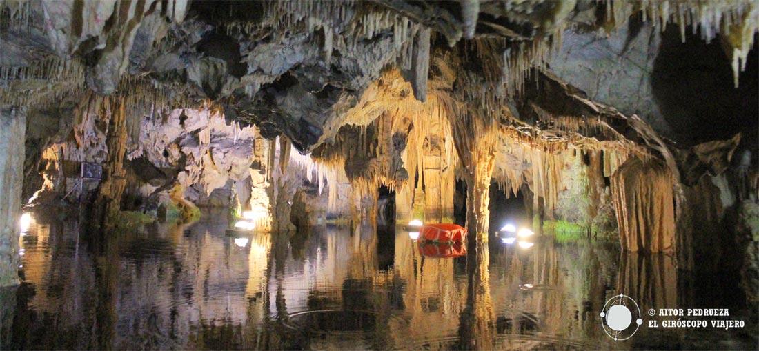 El sorprendente interior de la cueva de Vlichada en Diros. Peloponeso