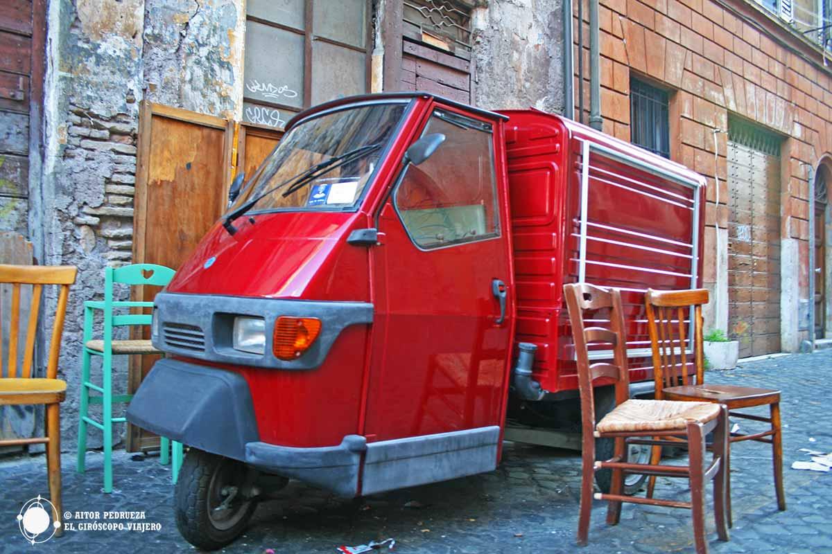Motocarro haciendo el reparto en el Trastevere