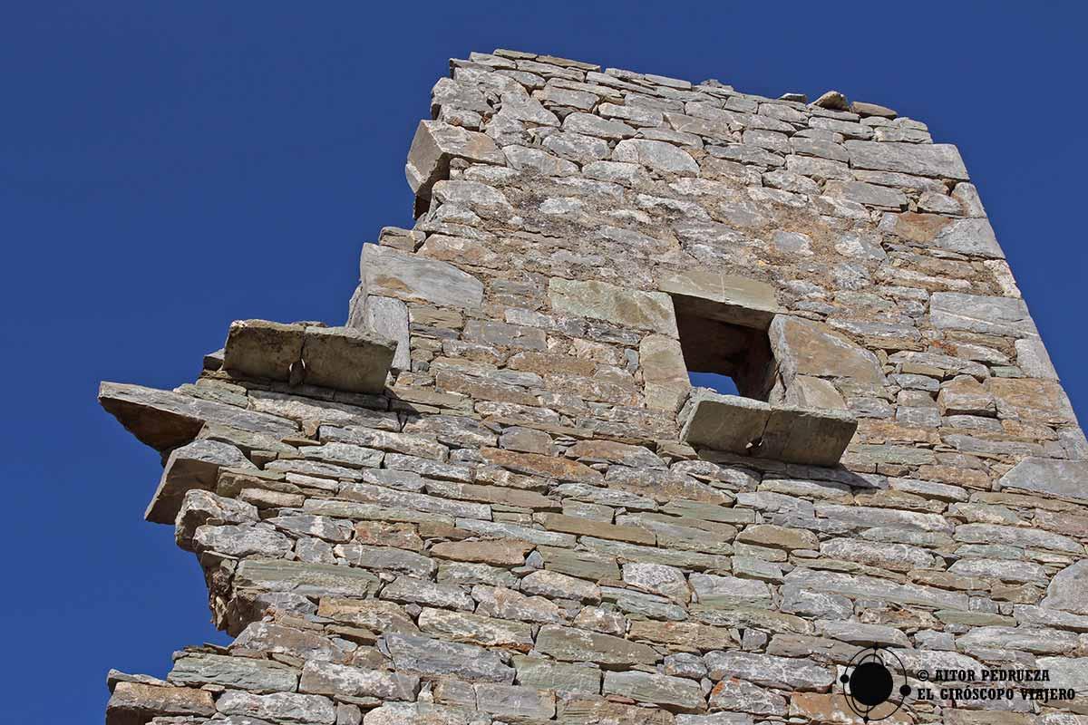 Torres que se caen como castillos de naipes en Vathia