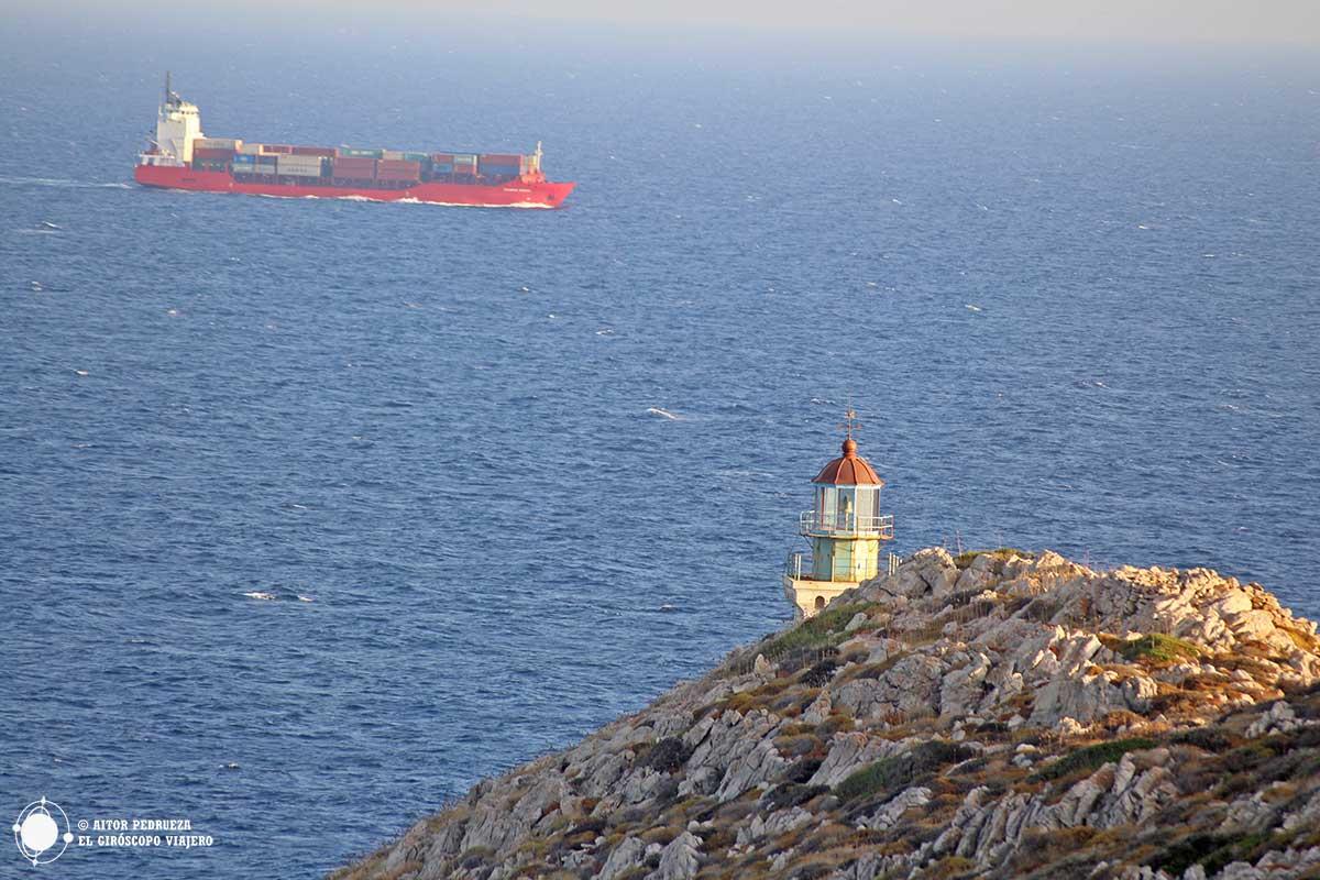 Faro del Cabo Tenaro en la península de Mani - Peloponeso