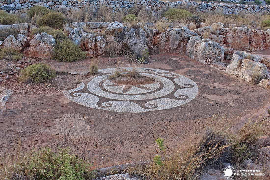 Restos de mosaicos de baños romanos en el cabo Tenaro
