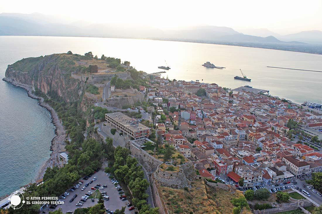 Panorámica de la Acronauplia, la ciudad amurallada de época franca y bizantina
