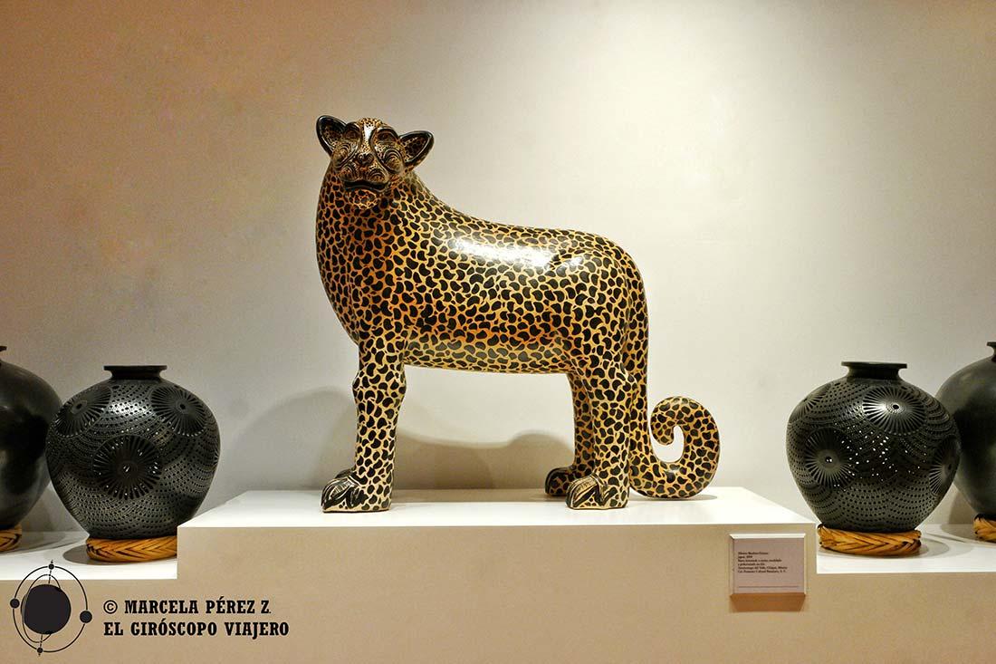 Estatua de Jaguar en Casa México Madrid