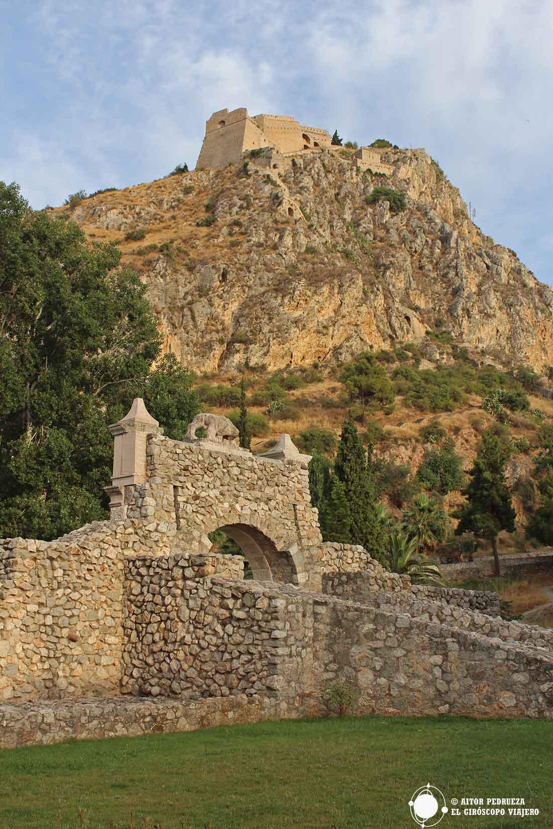 Fortaleza de Palamidi desde el centro urbano de Nauplia