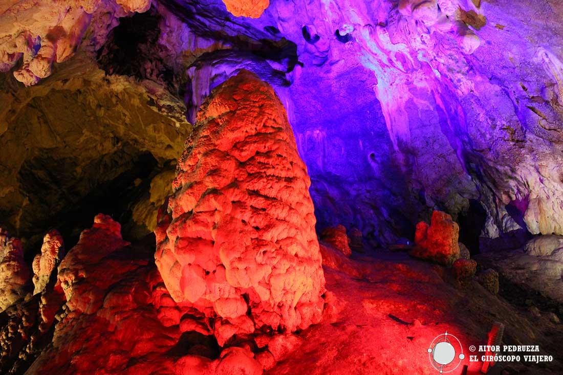 Interior de la cueva de Vrelo