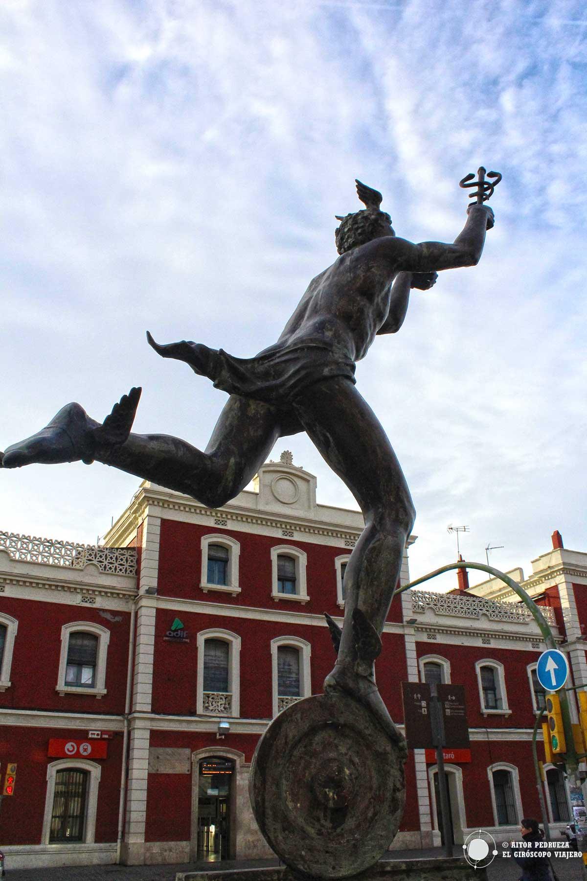 Escultura de Hermex, homenaje a Miquel Biada junto a la estación de tren de Mataró