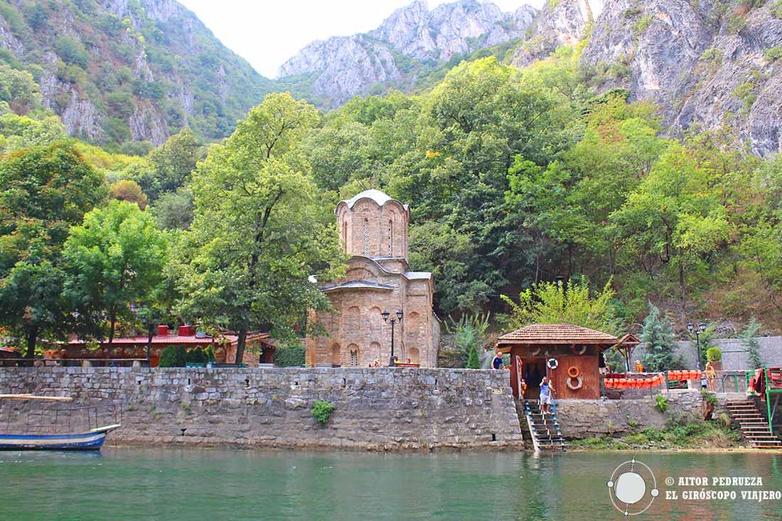 Iglesia de Sveti Andrea en el cañón Matka