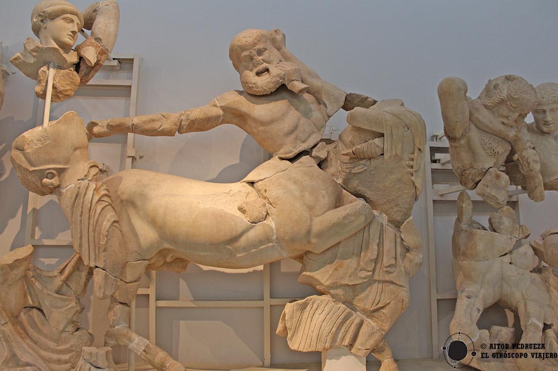Escena de combate entre los centauros y los lápitas en el frontón del templo de Zeus