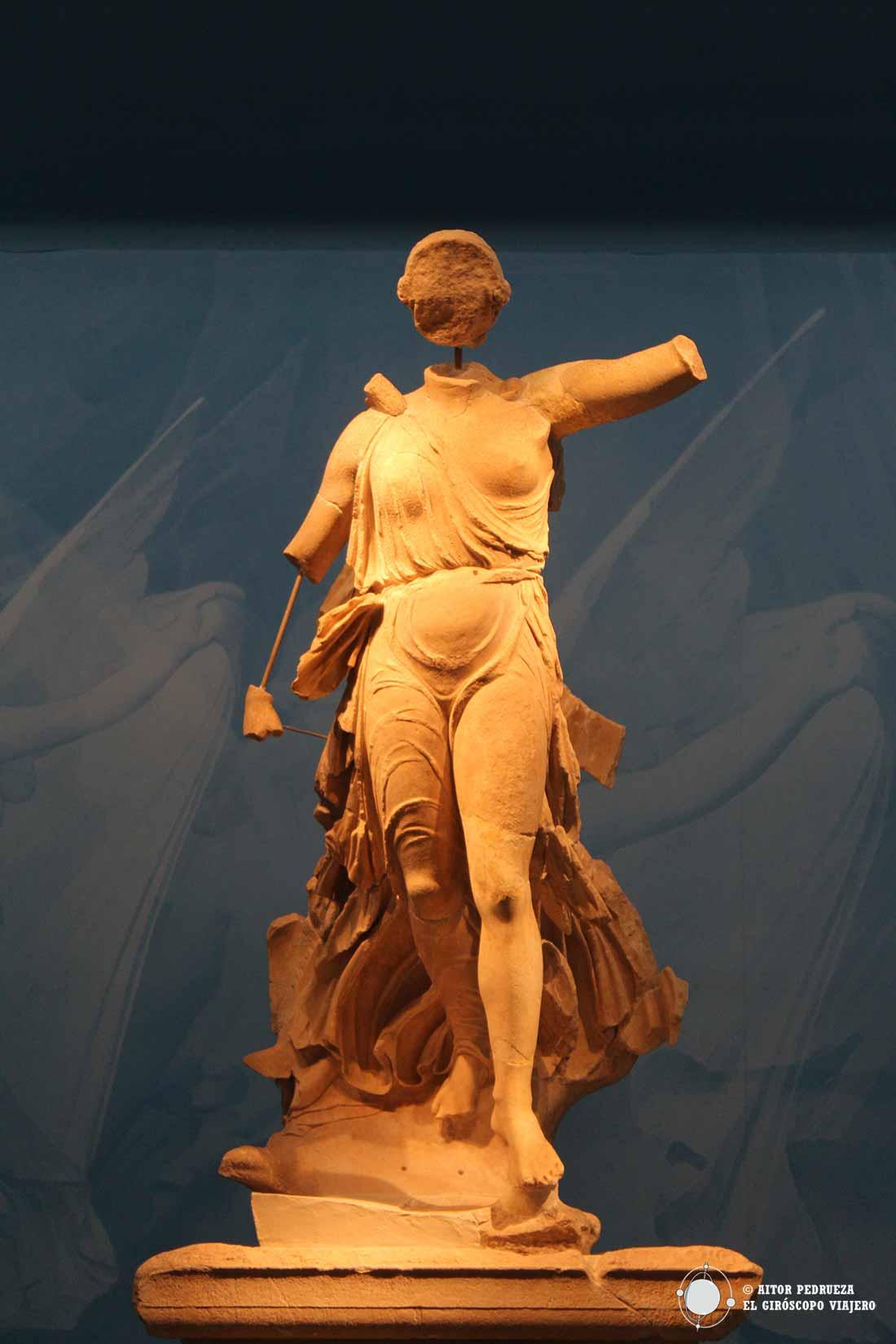Nike de Paionios en el museo arqueológico de Olimpia