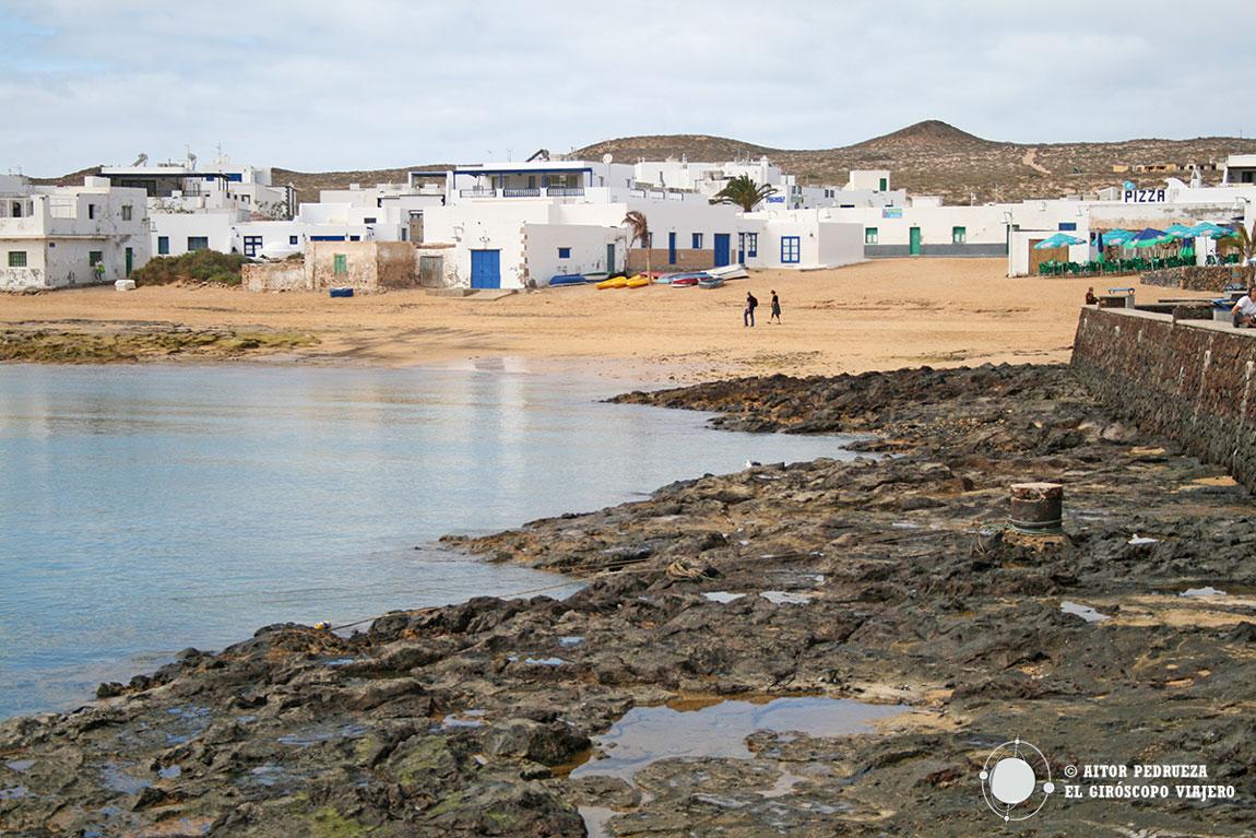 Caleta del Sebo, la pequeña población de la isla de La Graciosa