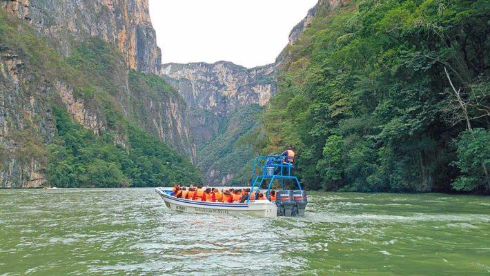 Excursión en barco por Parque Nacional del Cañón del Sumidero en Chiapas