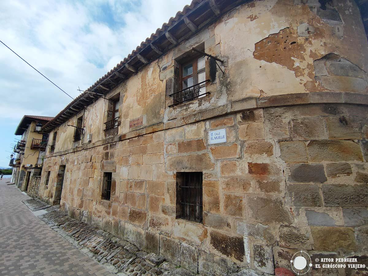 Casa Lonja en el muelle de Limpias