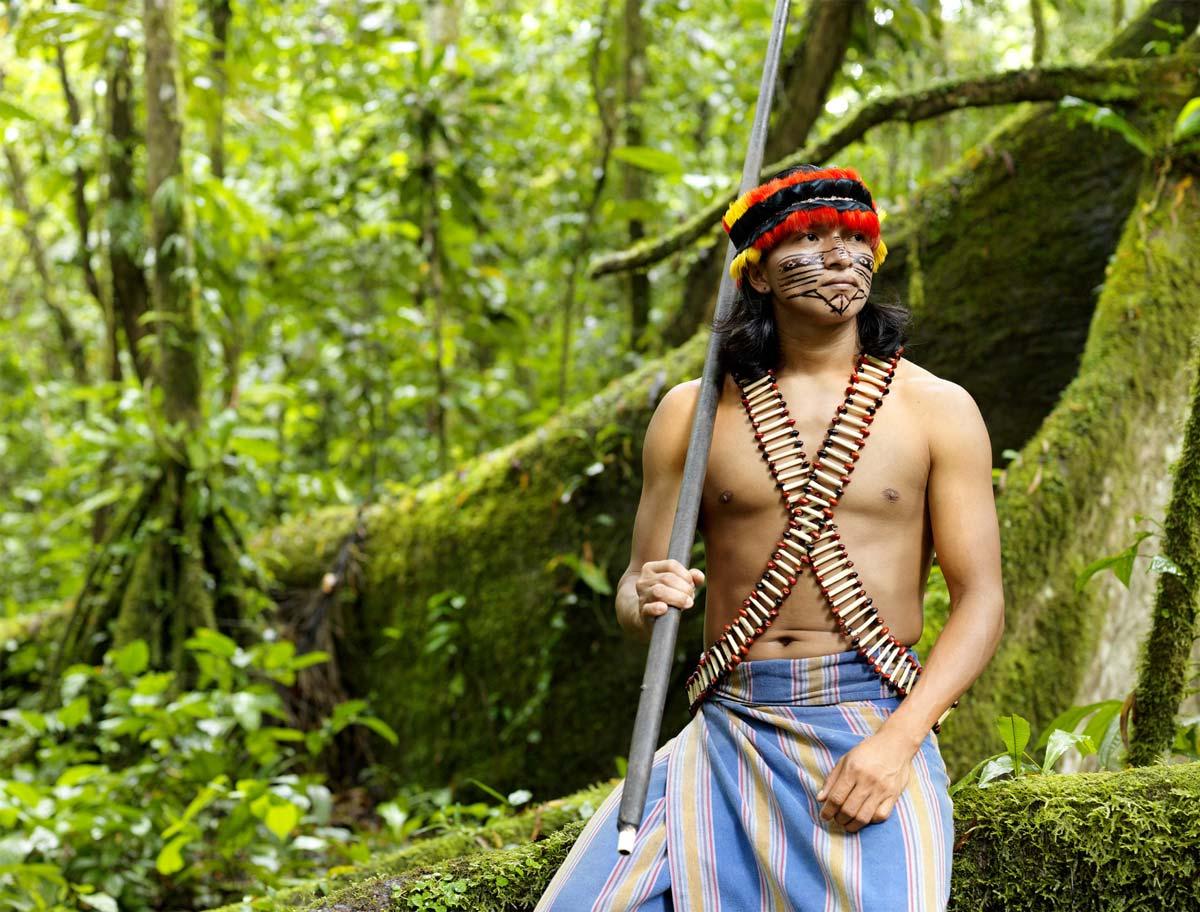 Miembro de la comunidad shuar en Ecuador