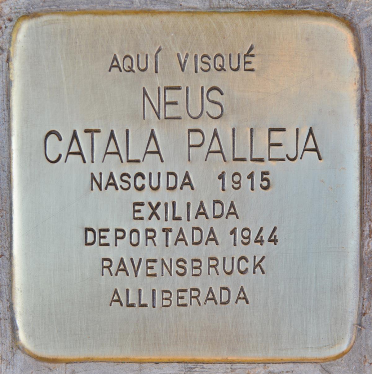 Stolpersteine en homenaje a Neus Català