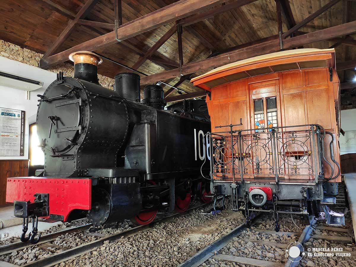 Ferrocarril y vagón lujoso en el museo minero de Riotinto