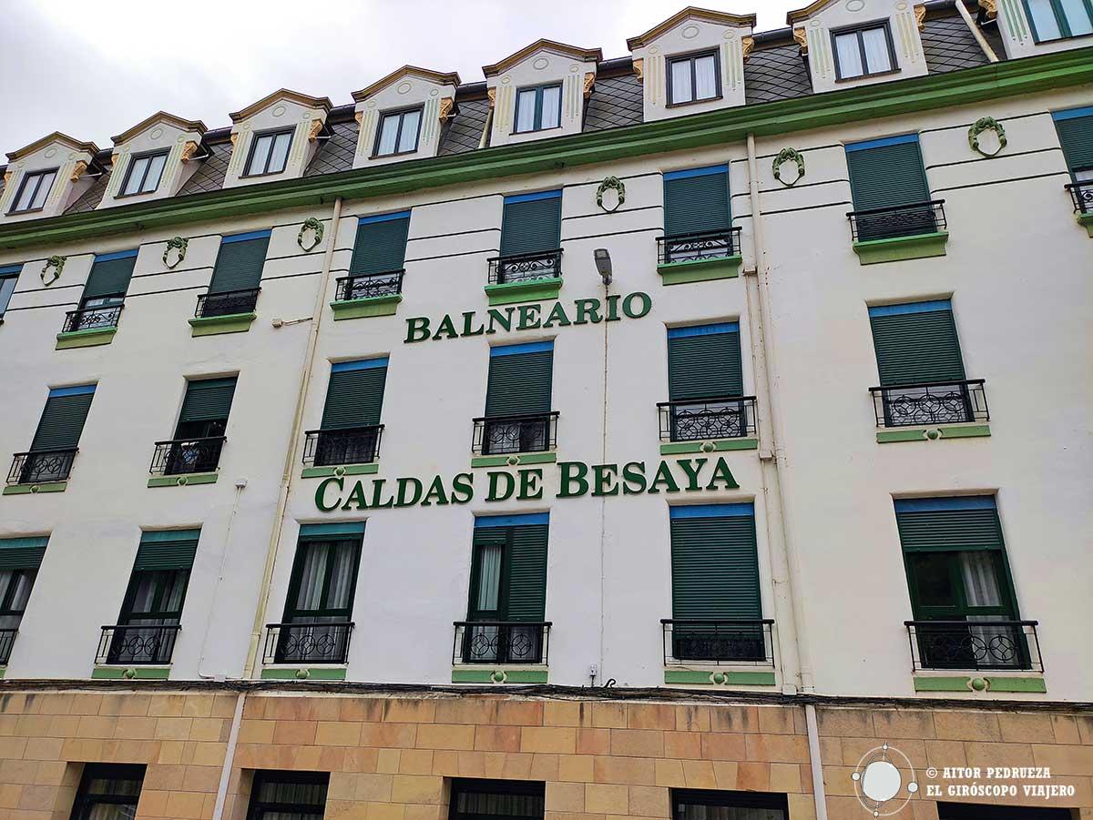 Fachada del hotel Balneario de Caldas de Besaya