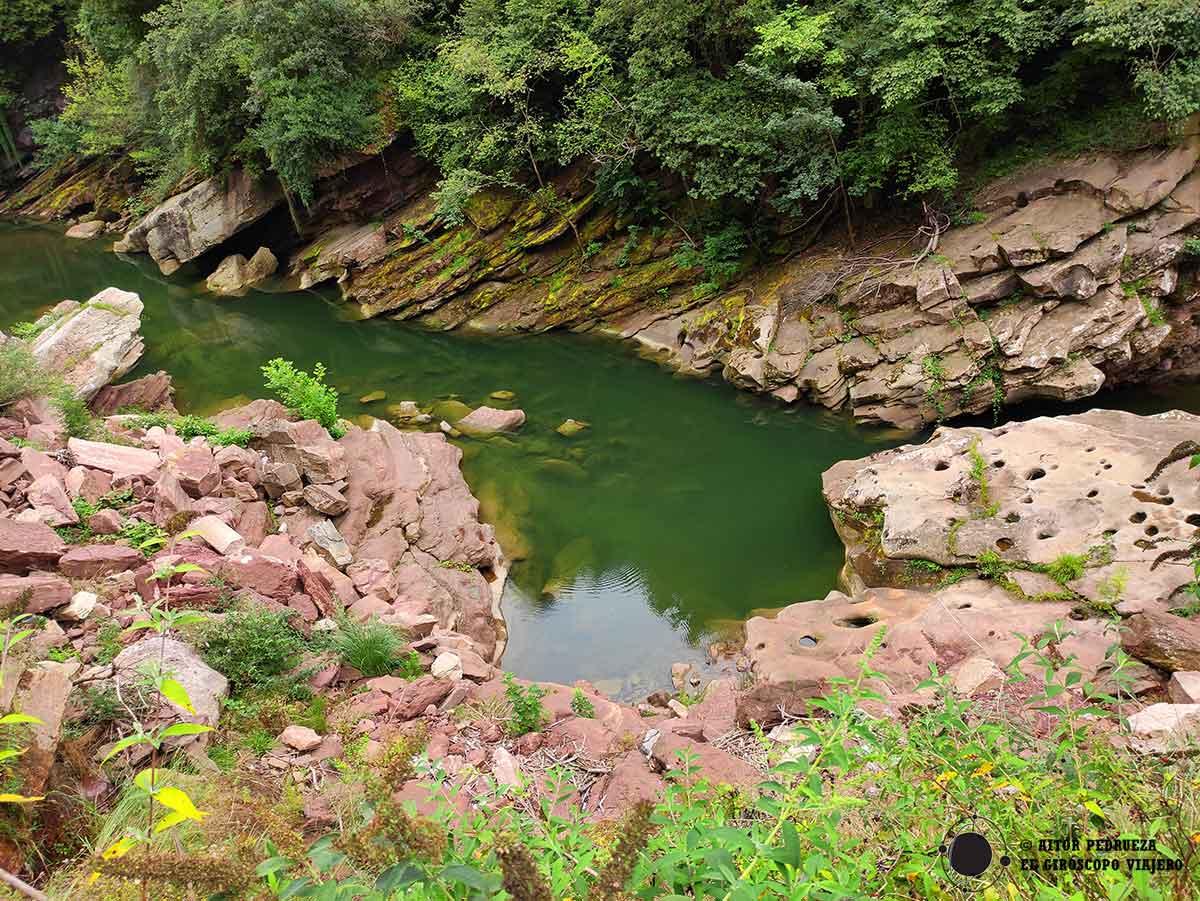 Aguas del río Besaya entre Cartes y Caldas