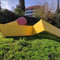 Monumento a Las cerillas (els mistos) de Claes Oldenburg en Barcelona