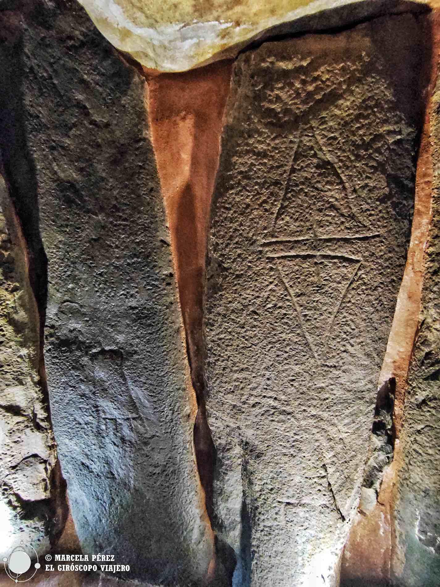 Símbolos grabados en las piedras del corredor del Dolmen de Soto