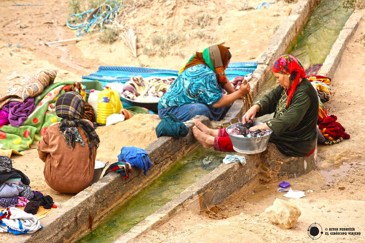 Mujeres lavando ropa en Túnez
