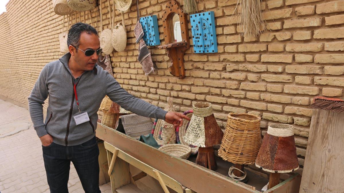 Naoufel siempre atento a contar los pequeños detalles que hacen grande un viaje