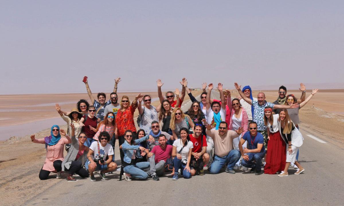 Naoufel mostrando Túnez a un grupo de viajeros, agentes de viaje y bloggers