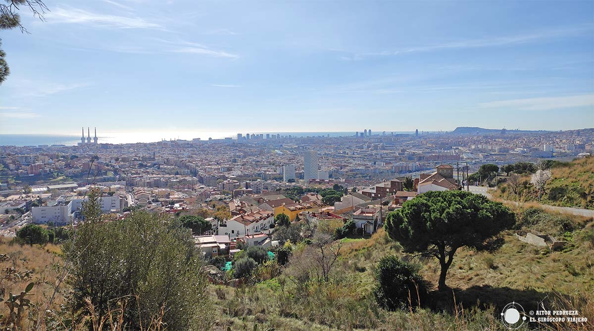 Vistas de Barcelona en la subida al poblado íbero del Puig del Castellar