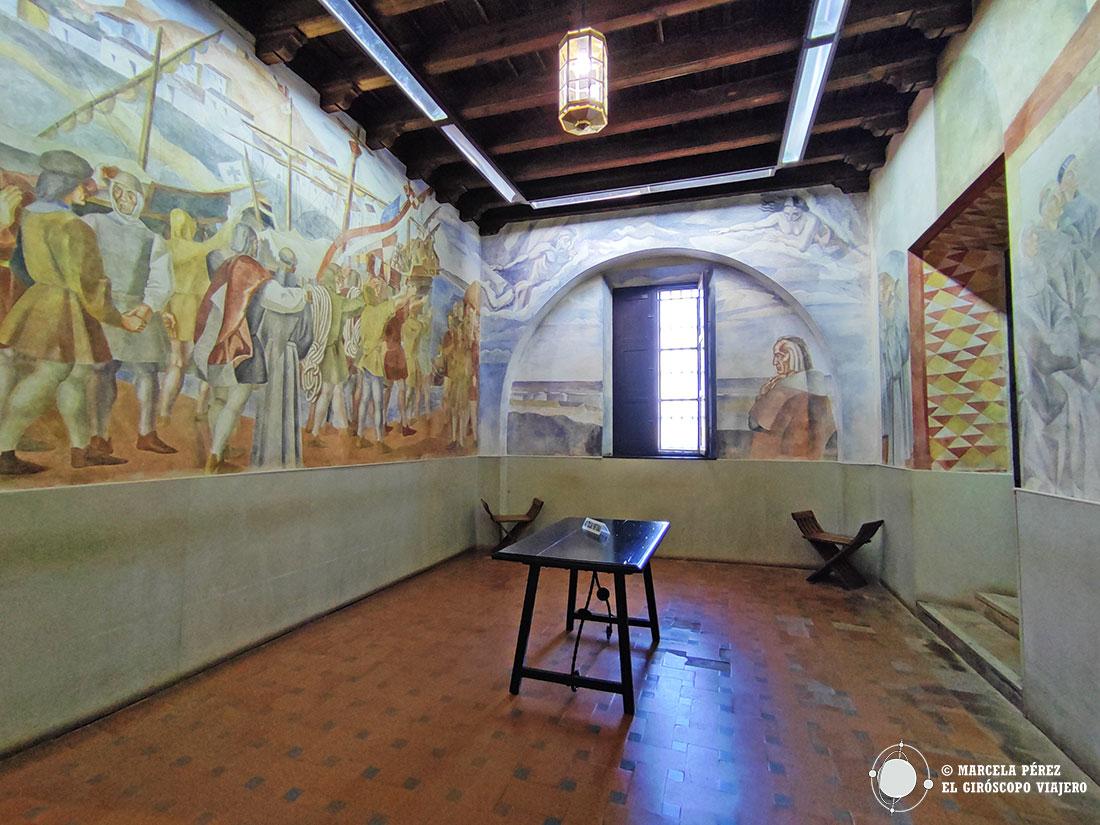 Frescos obra de Daniel Vázquez Díaz en el interior del monasterio de la Rábida