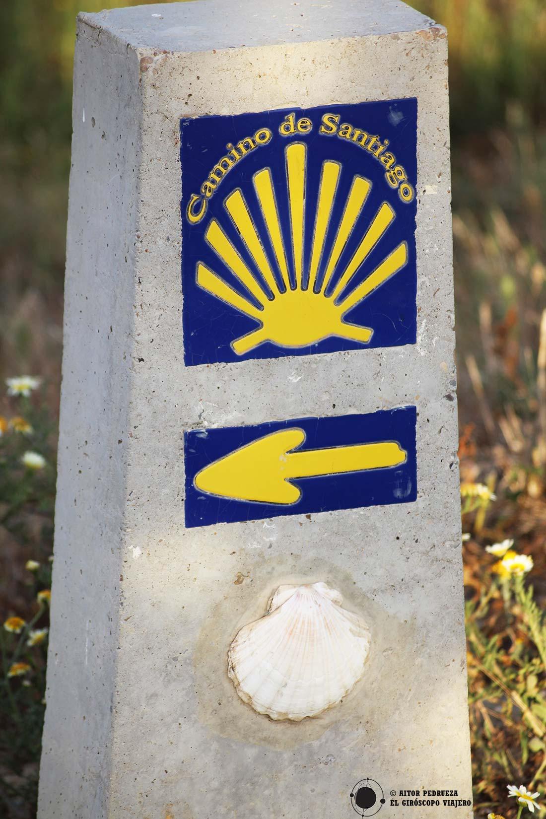Indicaciones del camino de Santiago por la Vía Serrana.