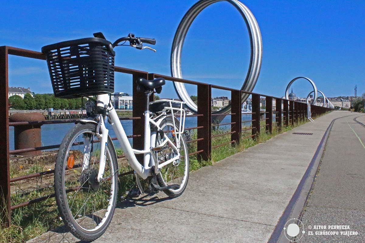 Siguiendo la línea verde en bicicleta por Nantes