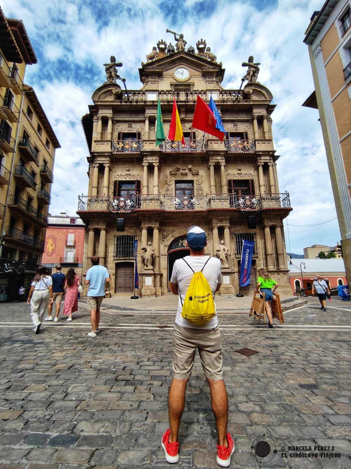 Frente al ayuntamiento de Pamplona, sede del chupinazo e inicio de las fiestas de San Fermín