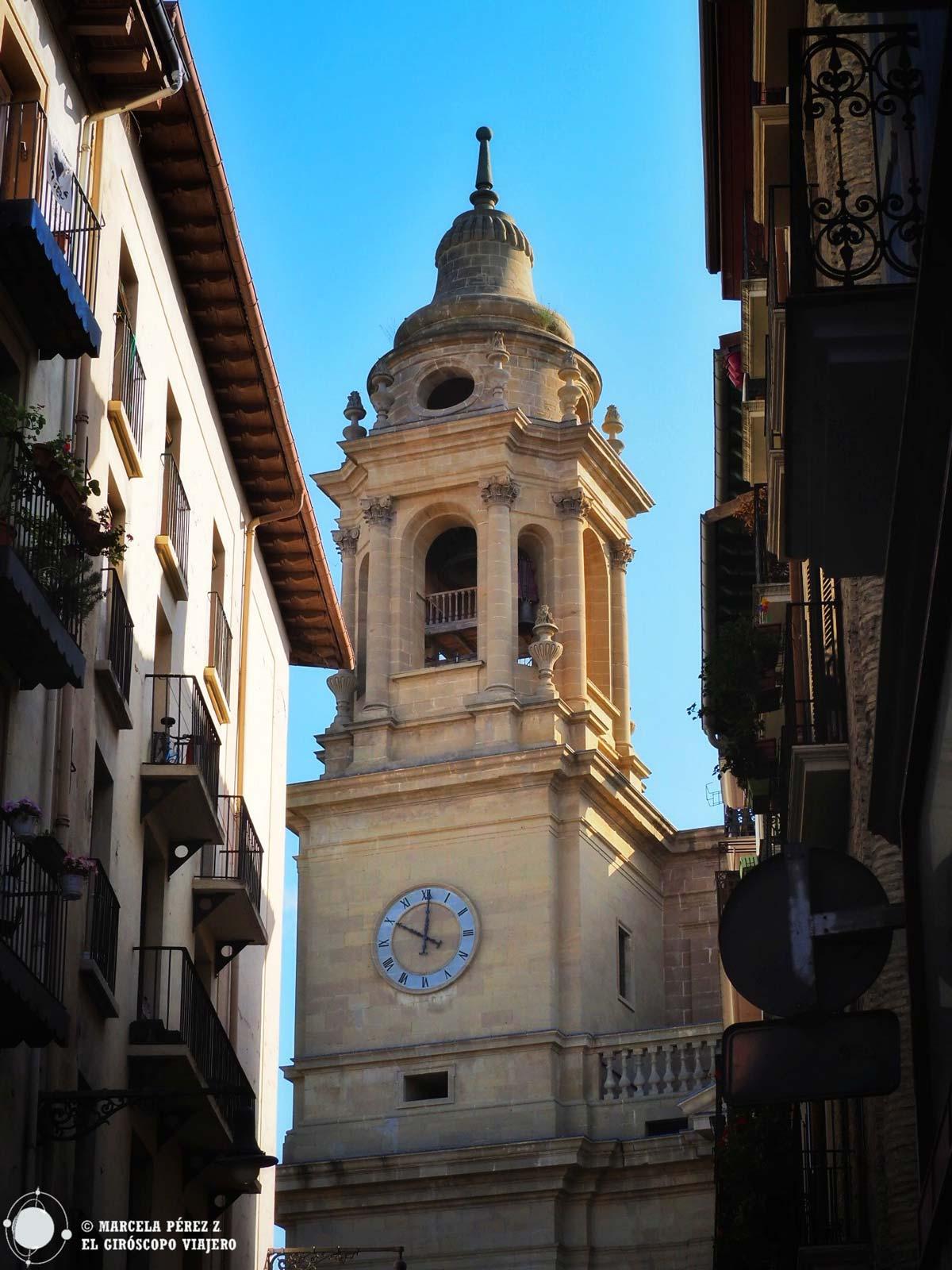 La catedral de Pamplona se asoma entre las calles